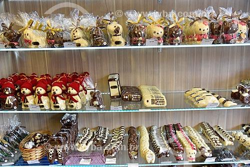 Variedade de produtos de chocolate à venda na cidade de Gramado  - Gramado - Rio Grande do Sul (RS) - Brasil
