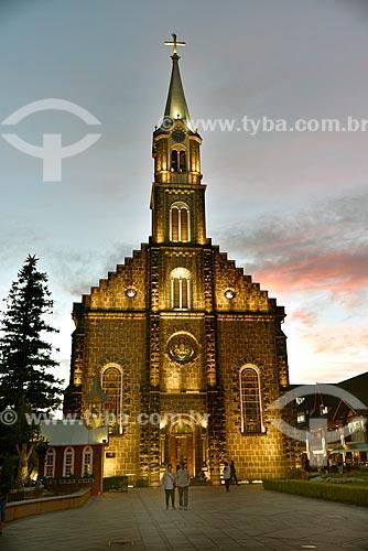 Fachada da Igreja Matriz de São Pedro Apóstolo (1917) durante o pôr do sol  - Gramado - Rio Grande do Sul (RS) - Brasil