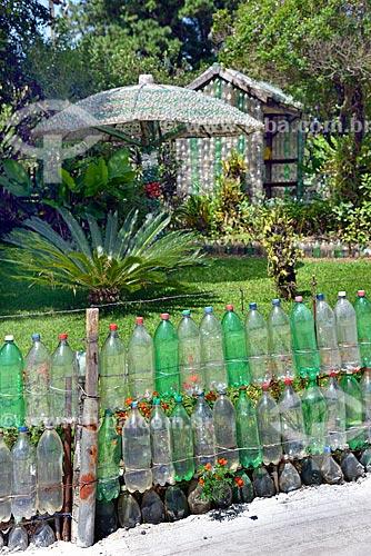 Reaproveitamento de garrafas PET na criação de cerca e mobiliário para jardim  - Gramado - Rio Grande do Sul (RS) - Brasil