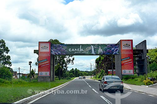 Pórtico da cidade de Canela na Rodovia RS-235  - Canela - Rio Grande do Sul (RS) - Brasil