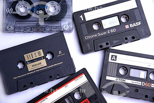 Detalhe de fitas cassete de diferentes marcas, qualidades e tempos de duração  - Brasil