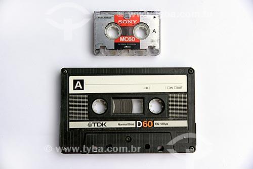 Detalhe de fita micro cassete e fita cassete  - Brasil