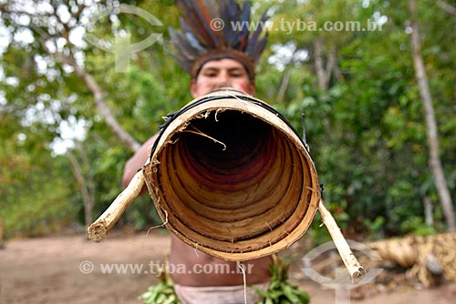 Detalhe de índio da Tribo Tatuyo tocando Trombeta de Jurupari  - Amazonas (AM) - Brasil