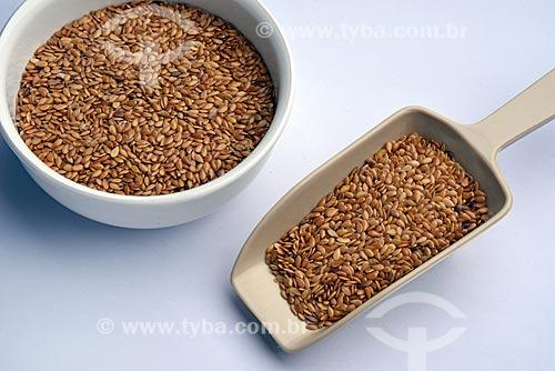 Detalhe de grãos de linhaça dourada (Linum usitatissimum)  - Brasil