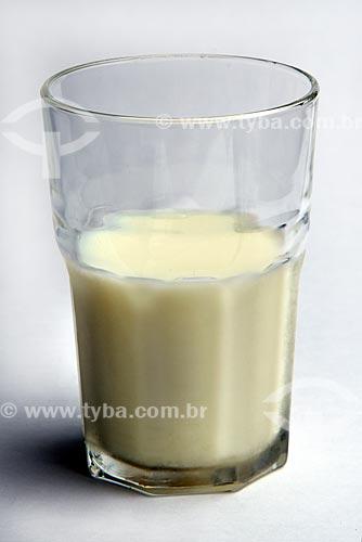 Detalhe de copo com leite  - Brasil