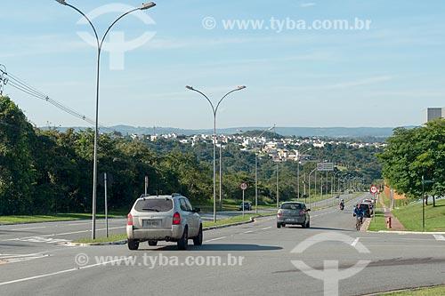 Tráfego na Avenida Deputado Jamel Cecílio  - Goiânia - Goiás (GO) - Brasil