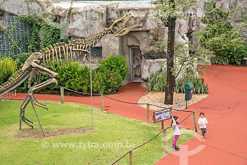 Réplica de esqueleto de dinossauro em exibição no Parque temático Vale dos Dinossauros  - Foz do Iguaçu - Paraná (PR) - Brasil
