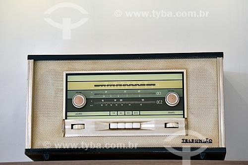 Detalhe de rádio antigo - Teleunião  - Brasil