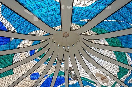 Detalhe de esculturas de anjos no interior da Catedral Metropolitana de Nossa Senhora Aparecida (1958) - também conhecida como Catedral de Brasília  - Brasília - Distrito Federal (DF) - Brasil