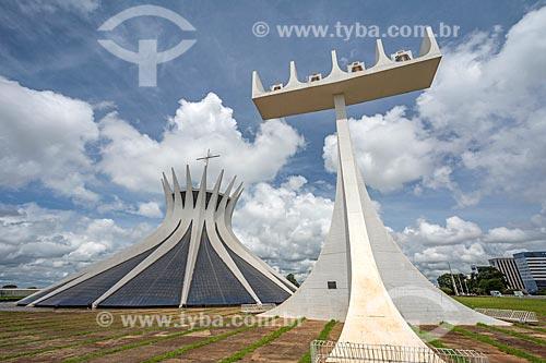 Fachada da Catedral Metropolitana de Nossa Senhora Aparecida (1958) - também conhecida como Catedral de Brasília  - Brasília - Distrito Federal (DF) - Brasil