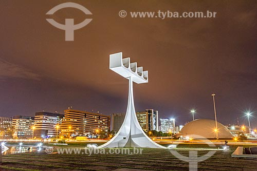 Vista de campanário da Catedral Metropolitana de Nossa Senhora Aparecida (1958) - também conhecida como Catedral de Brasília - durante à noite  - Brasília - Distrito Federal (DF) - Brasil