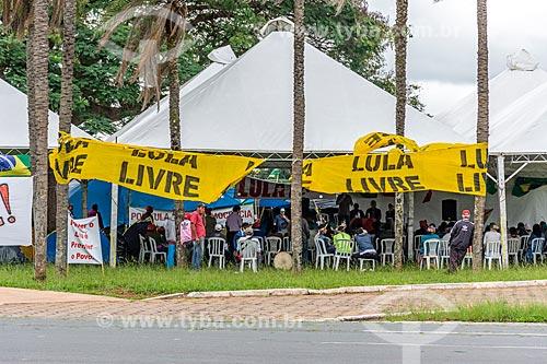 Acampamento contra a prisão do ex-Luiz Inácio Lula da Silva no centro de Brasília  - Brasília - Distrito Federal (DF) - Brasil