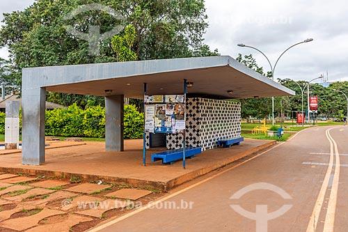 Ponto de ônibus no Parque da Cidade Dona Sarah Kubitschek - mais conhecido como Parque da Cidade  - Brasília - Distrito Federal (DF) - Brasil