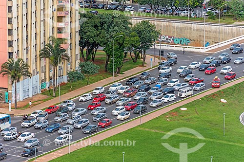 Vista de engarrafamento no eixo monumental a partir da Torre de TV de Brasília  - Brasília - Distrito Federal (DF) - Brasil
