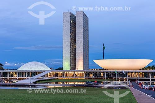 Fachada do Congresso Nacional durante o anoitecer  - Brasília - Distrito Federal (DF) - Brasil