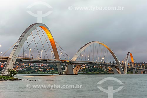 Vista da Ponte Juscelino Kubitschek (2002) sobre o Lago Paranoá  - Brasília - Distrito Federal (DF) - Brasil