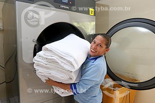 Refugiada Venezuelana trabalhando legalmente como camareira em hotel no Brasil  - Manaus - Amazonas (AM) - Brasil