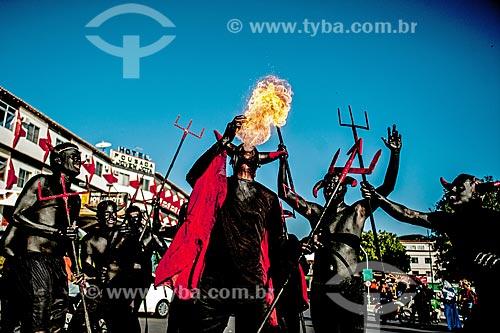 Cospe-fogo durante o desfile do bloco de carnaval de rua Festa dos Cãos  - Jacobina - Bahia (BA) - Brasil