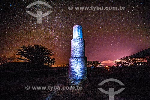 Light painting em chaminé de olaria na Chapada Diamantina à noite  - Jacobina - Bahia (BA) - Brasil