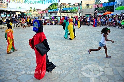 Crianças brincando durante festa de maracatu  - Recife - Pernambuco (PE) - Brasil