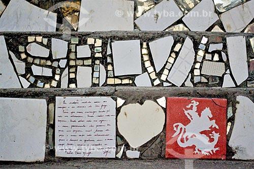 Detalhe de azulejo com a oração de São Jorge e o desenho de São Jorge em escadaria na Avenida Mem de Sá  - Rio de Janeiro - Rio de Janeiro (RJ) - Brasil