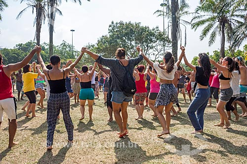 Mulheres dançando durante a aula aberta de dança africana no Aterro do Flamengo  - Rio de Janeiro - Rio de Janeiro (RJ) - Brasil