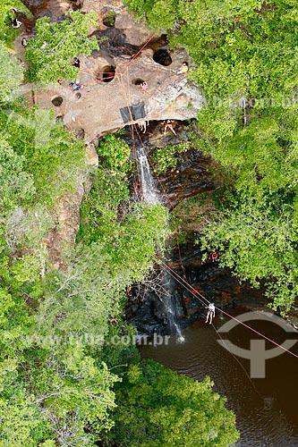 Praticantes de rapel e tirolesa na Cachoeira do Salto Liso  - Pedro II - Piauí (PI) - Brasil