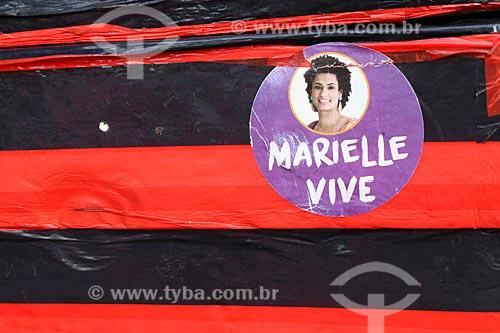 Detalhe de adesivo que diz: Marielle Vive - em homenagem à Vereadora Marielle Franco - assassinada a tiros em 14 de março de 2018  - Rio de Janeiro - Rio de Janeiro (RJ) - Brasil
