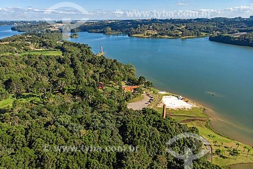 Foto feita com drone de chaminé de antiga olaria às margens da represa do Parque Passaúna  - Curitiba - Paraná (PR) - Brasil