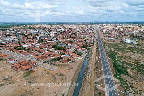 Foto feita com drone de esgoto a céu aberto e da Rodovia BR-428 próximo à Cabrobó  - Cabrobó - Pernambuco (PE) - Brasil