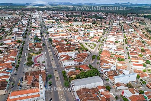 Foto feita com drone de trecho da Rua Coronel João Santa Cruz com a Igreja de Nossa Senhora das Dores  - Monteiro - Paraíba (PB) - Brasil