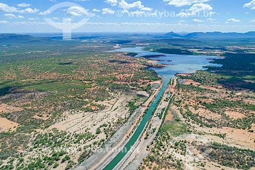 Foto feita com drone do canal do Projeto de Integração do Rio São Francisco com as bacias hidrográficas do Nordeste Setentrional - eixo norte - com o Reservatório Terra Nova  - Salgueiro - Pernambuco (PE) - Brasil