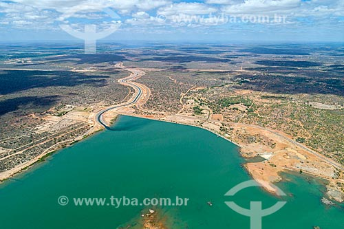 Foto feita com drone do canal do Projeto de Integração do Rio São Francisco com as bacias hidrográficas do Nordeste Setentrional - eixo leste - chegando ao Reservatório de Areias  - Floresta - Pernambuco (PE) - Brasil