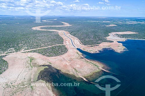 Foto feita com drone do canal do Projeto de Integração do Rio São Francisco com as bacias hidrográficas do Nordeste Setentrional - eixo leste - chegando ao Reservatório Tucutú  - Cabrobó - Pernambuco (PE) - Brasil