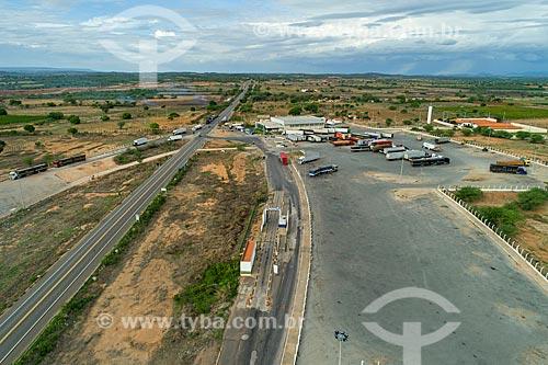 Foto feita com drone de trecho da Rodovia BR-116 com o Posto Fiscal de Penaforte  - Penaforte - Ceará (CE) - Brasil