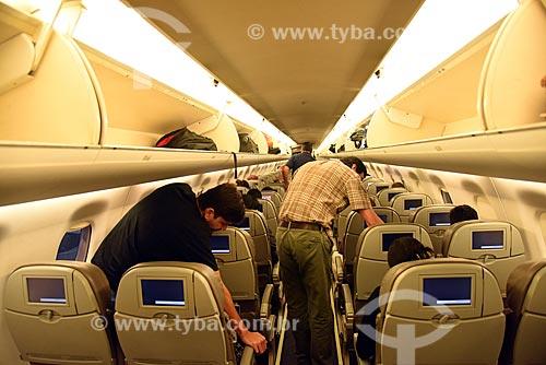 Passageiros no interior de avião na pista do Aeroporto Santos Dumont (1936)  - Rio de Janeiro - Rio de Janeiro (RJ) - Brasil