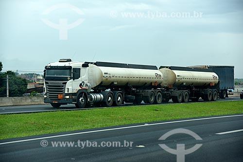 Caminhão-tanque na Rodovia Dom Pedro I (SP-065)  - Campinas - São Paulo (SP) - Brasil