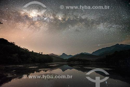Vista de céu estrelado na Reserva Ecológica de Guapiaçu  - Cachoeiras de Macacu - Rio de Janeiro (RJ) - Brasil