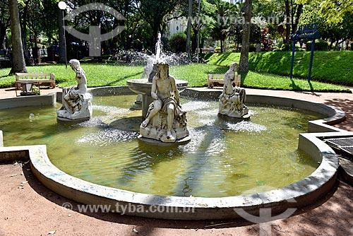 Detalhe de chafariz no jardim da Estação de Tratamento de Água Moinhos de Vento (1928) - também conhecida como Hidráulica Moinhos de Vento  - Porto Alegre - Rio Grande do Sul (RS) - Brasil