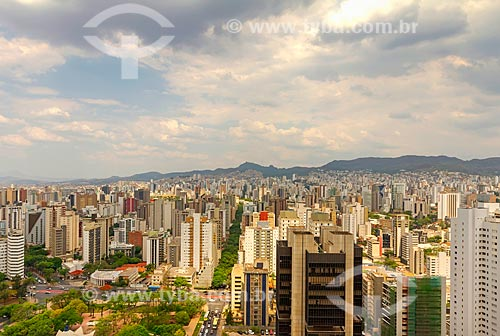 Vista geral da cidade de Belo Horizonte com a Praça Carlos Chagas - mais conhecida como Praça da Assembléia - e a Serra do Curral ao fundo  - Belo Horizonte - Minas Gerais (MG) - Brasil