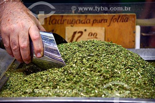 Detalhe de erva-mate (Ilex paraguariensis) à venda no Mercado Público de Porto Alegre  - Porto Alegre - Rio Grande do Sul (RS) - Brasil
