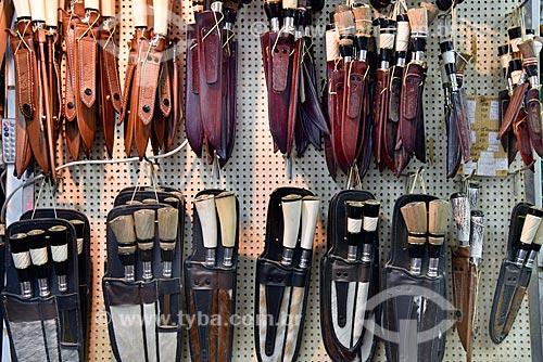 Facas à venda em loja de produtos regionais no Mercado Público de Porto Alegre  - Porto Alegre - Rio Grande do Sul (RS) - Brasil