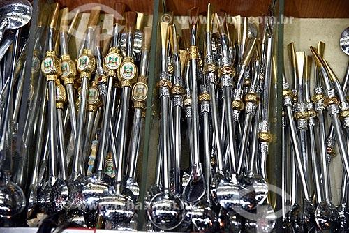Bombas de Chimarrão à venda em loja de produtos regionais no Mercado Público de Porto Alegre  - Porto Alegre - Rio Grande do Sul (RS) - Brasil