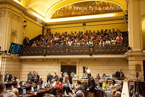 Galeria de visitantes durante audiência pública sobre a reforma da previdência do Rio de Janeiro no Palácio Pedro Ernesto (1923) - sede da Câmara Municipal do Rio de Janeiro  - Rio de Janeiro - Rio de Janeiro (RJ) - Brasil