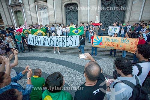 Manifestação contra o aborto em frente à Igreja de Nossa Senhora da Candelária (1609)  - Rio de Janeiro - Rio de Janeiro (RJ) - Brasil
