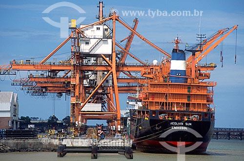 Navio cargueiro atracado no Porto de Praia Mole  - Vitória - Espírito Santo (ES) - Brasil
