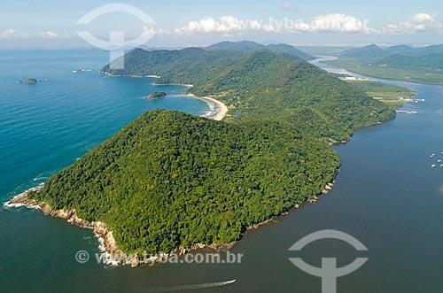 Foto feita com drone da Ilha de Santo Amaro com o Canal de Bertioga à direita  - Bertioga - São Paulo (SP) - Brasil
