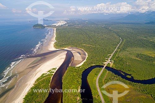 Foto feita com drone da foz do Rio Itaguaré na Praia de Itaguaré  - Bertioga - São Paulo (SP) - Brasil