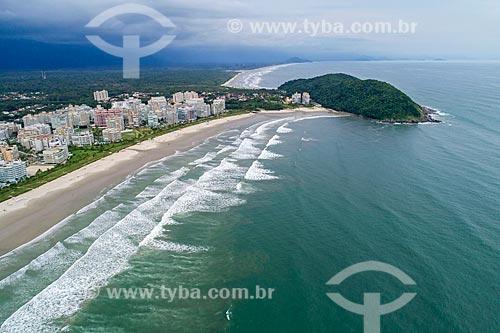 Foto feita com drone da Praia da Riviera de São Lourenço com o Morro de São Lourenço  - Bertioga - São Paulo (SP) - Brasil