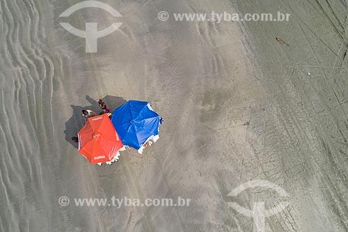 Foto feita com drone de guarda-sol na Praia de Barequeçaba  - São Sebastião - São Paulo (SP) - Brasil